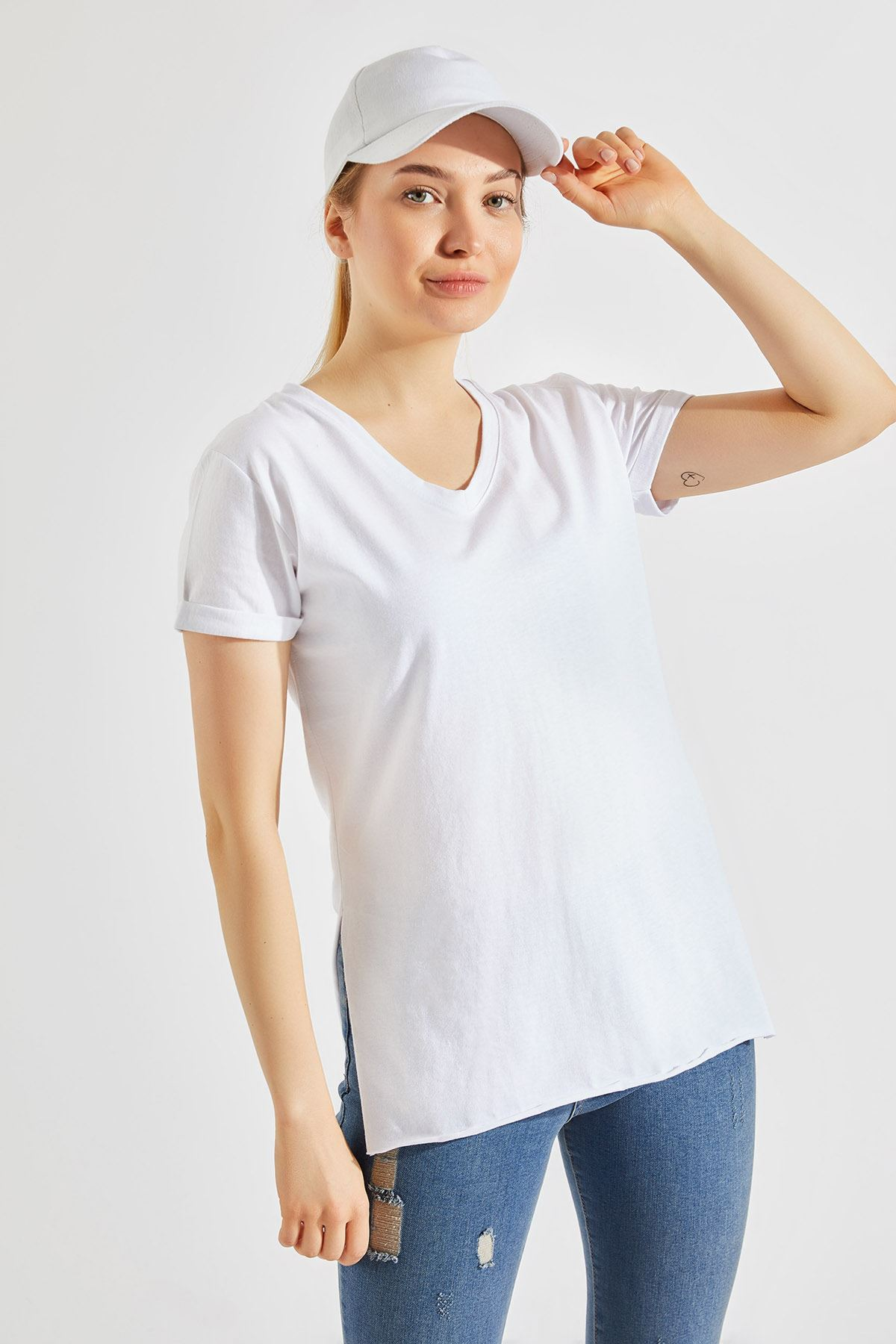 Kadın Yırtmaçlı Beyaz Tişört