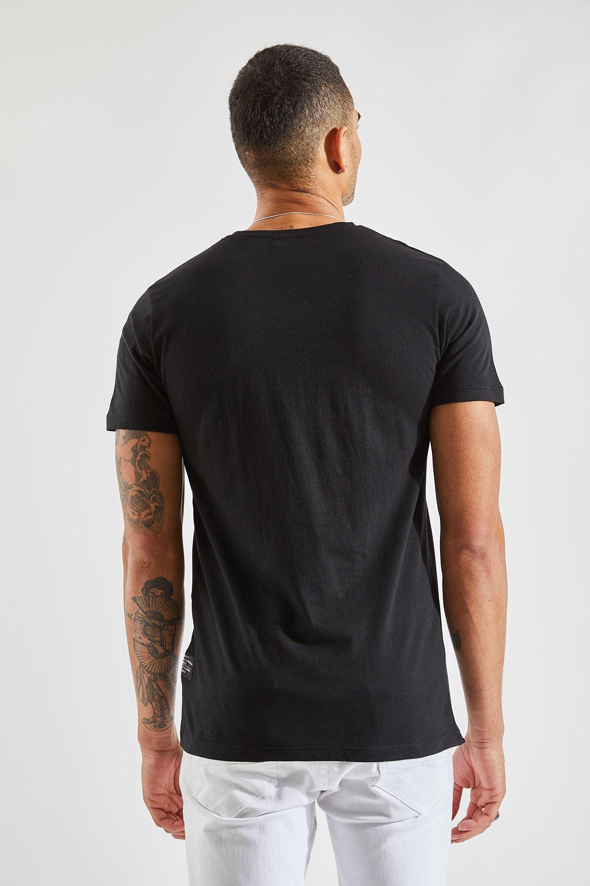 Erkek Verev Kesim Cepli Siyah Tişört