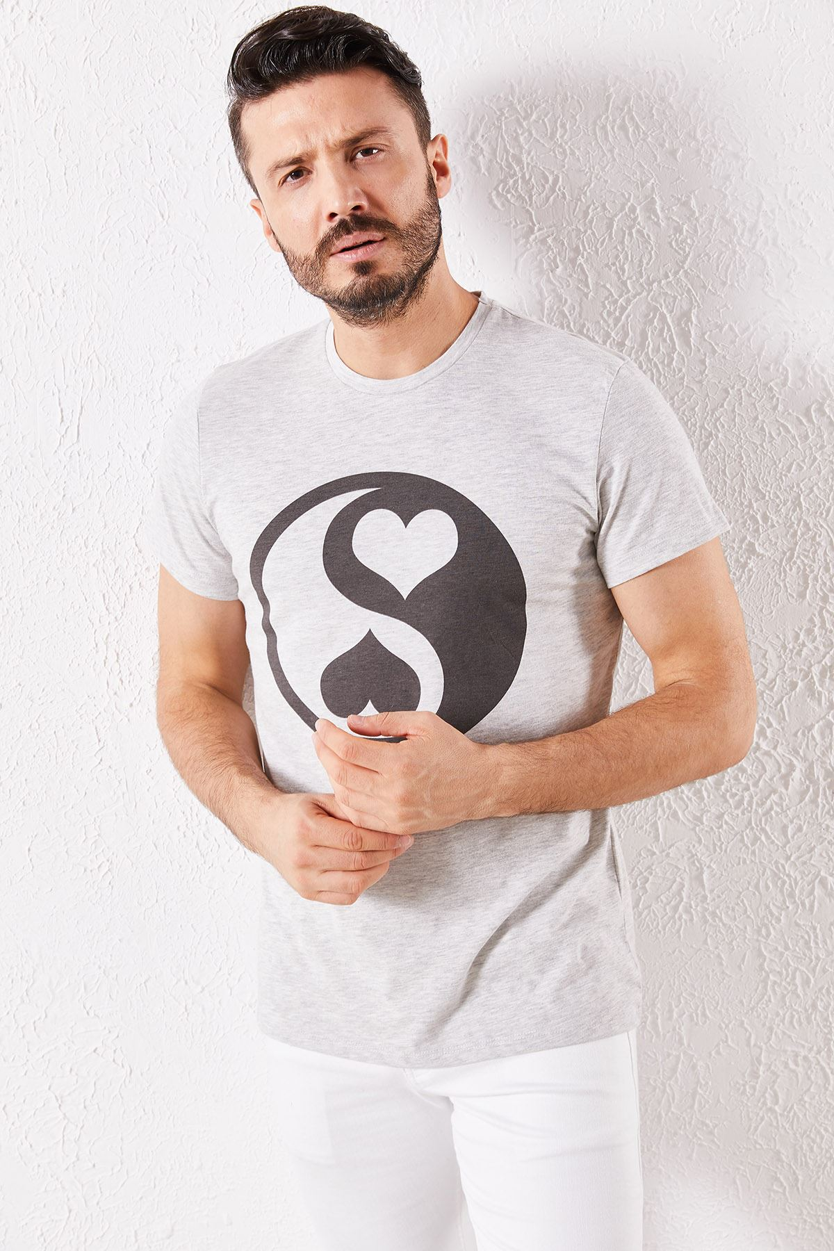Erkek Eşli Kalp Baskılı Gri Tşört