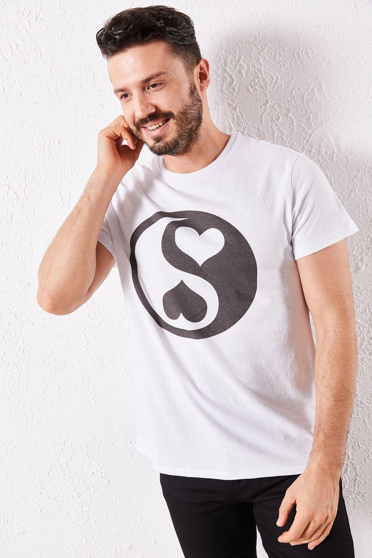 Erkek Eşli Kalp Baskılı Beyaz Tşört
