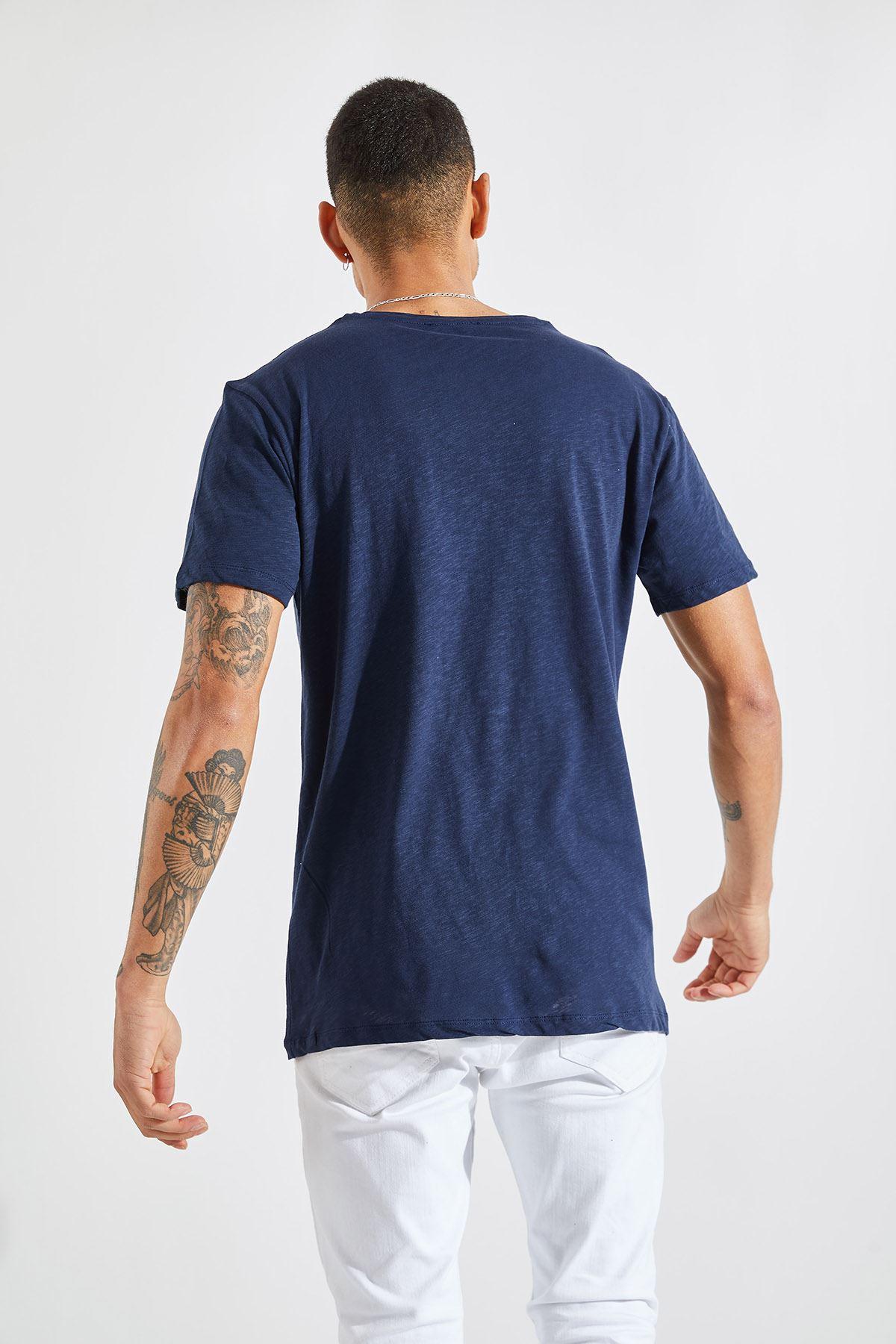 Erkek V Yaka Flamlı Lacivert Tişört